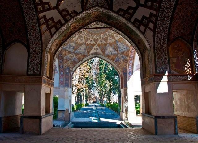 خلوت کریم خانی در باغ فین کاشان، چشم انداز محوری در چهار جهت