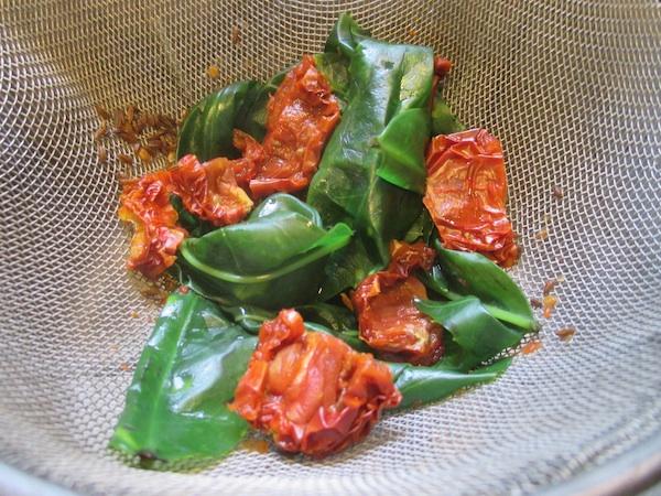 خوراک آکوبا با پودر کاری و گوجه