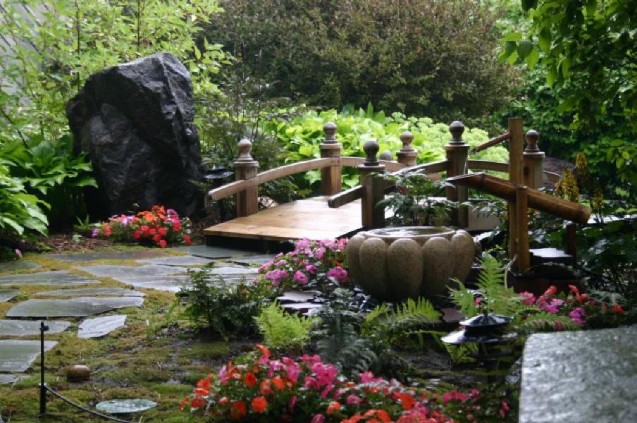 پل در باغ ژاپنی