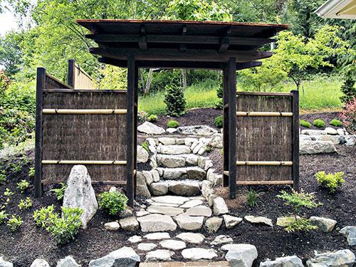 دروازه در باغ ژاپنی