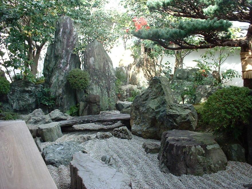 نمونه ی باغ صخره ای ژاپنی